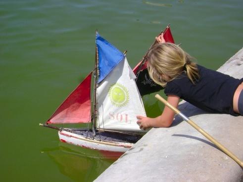 child boat pond