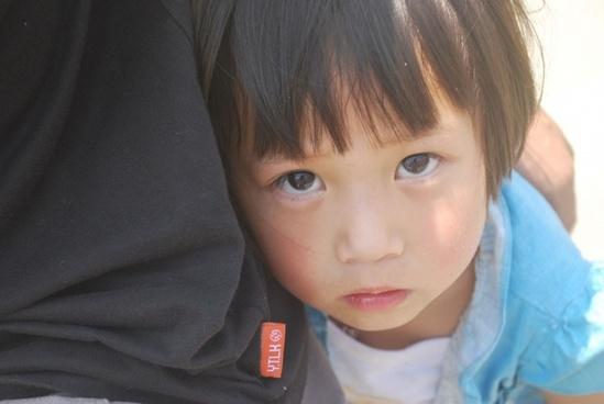 child gaze gazing