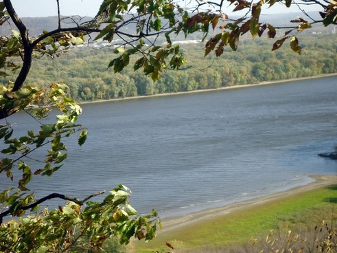 clear view of mississippi at effigy mounds iowa