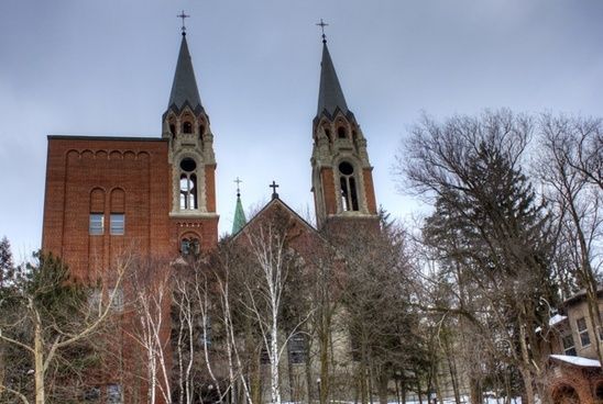 closer cathedral view at holy hill wisconsin