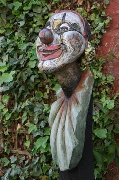 clown fig carving