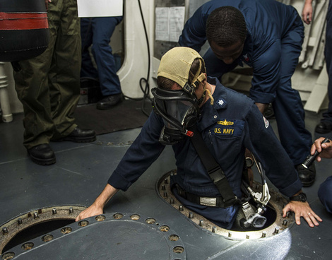 cmdr kevin kennedy ispects uss gravely