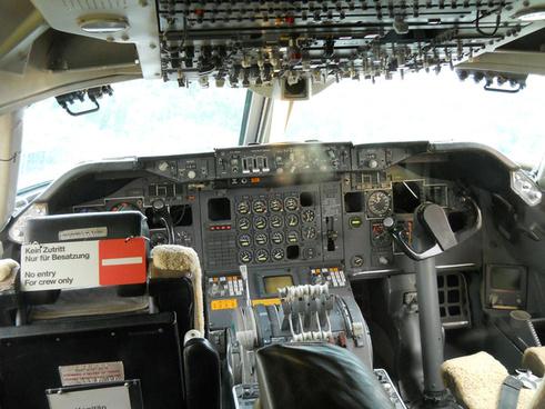 cockpit boeing 747 230
