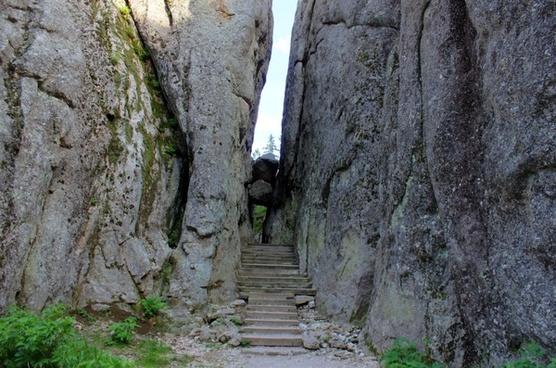 crack in the hill in custer state park south dakota