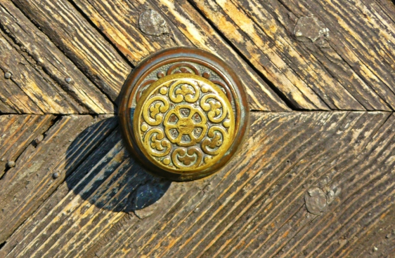 old wooden door with classical metallic knob