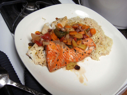 dsc00cod amp salmon en papillote w homemade dill pickled baby carrots amp summer fruit compote peach strawberry pineapple watermelon jalapeno amp raisins rice pilaf899