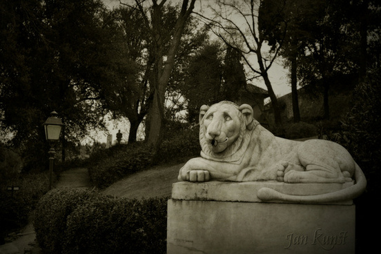 egyptian lion fountain