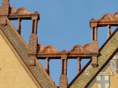 facade building pinnacle