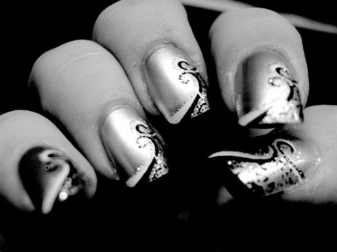 fake nails black