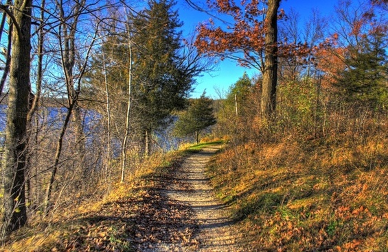 fall hiking trail at kettle moraine north wisconsin