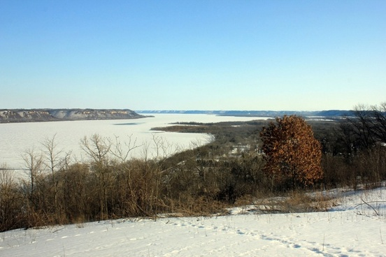 far view of mississippi at frontenac state park minnesota