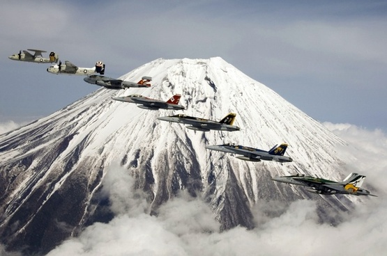 formation flight fujiyama mount fuji