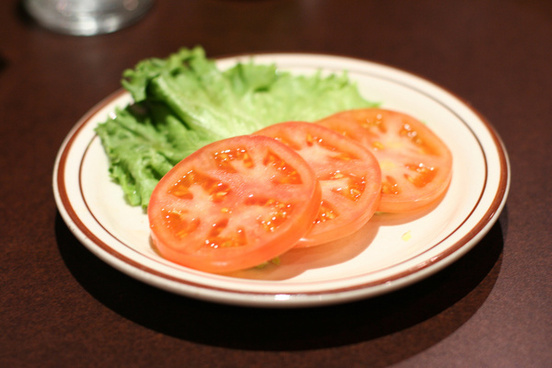 fresh sliced tomatoes and lettuce