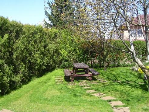 garden picnic table winter