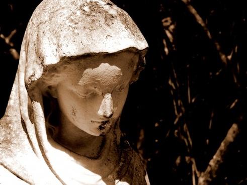 garden statue mary