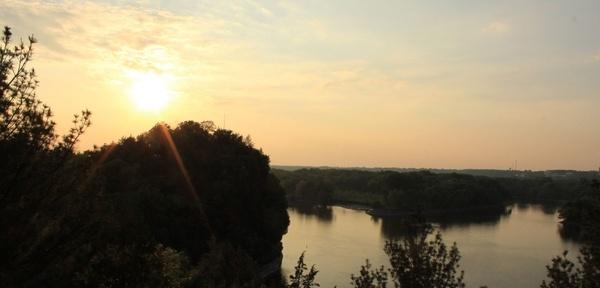 glaring sunset at starved rock state park illinois