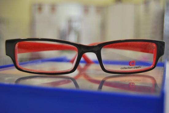 glasses in redblack