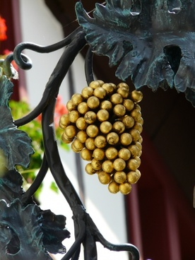 grapes gasthof shield