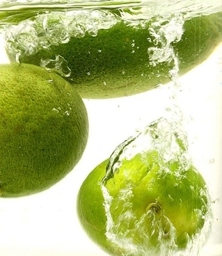 green lemon picture fall in the water
