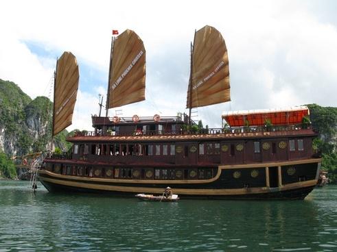ha long bay vietnam ship
