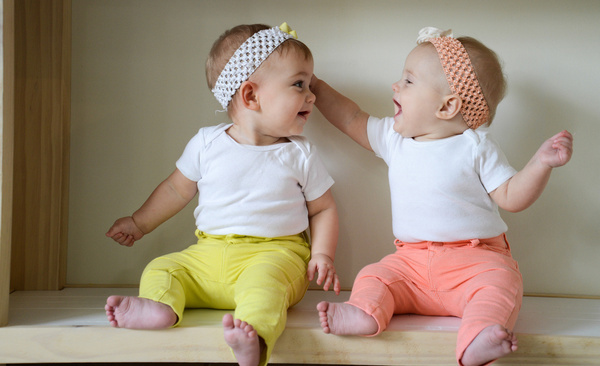 Twins baby images hd wallpaper download