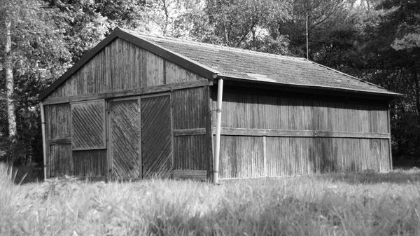 hut old log cabin