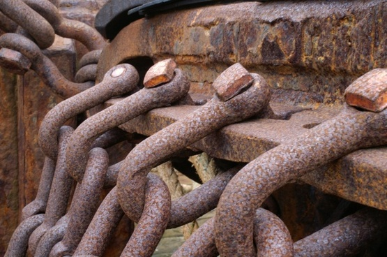iceland ship chains