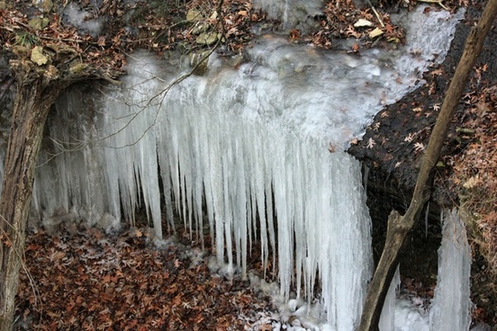 icicle sheet at pikes peak state park iowa