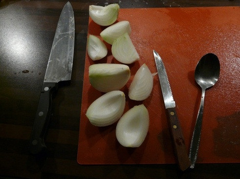 knife cut onion