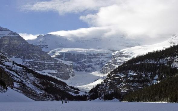 lake louise canadien rockys frozen