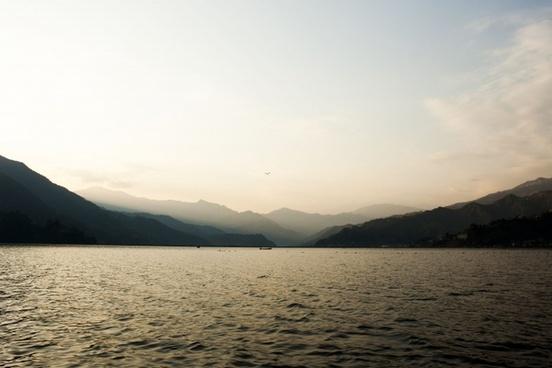 lake phewa dawn