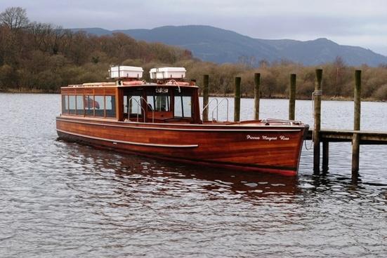 lake tour boat