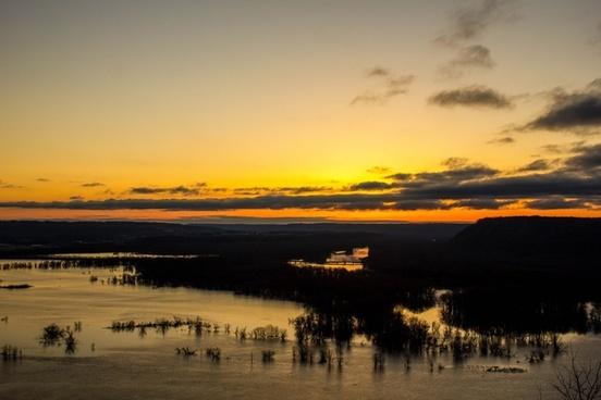 landscape just before sunrise at pikes peak state park iowa