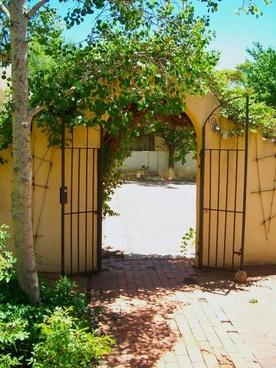 leafy gate