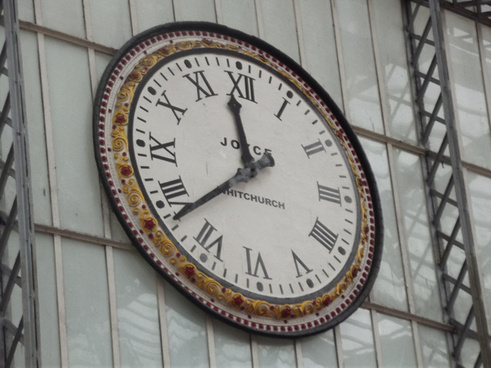 liverpool lime street station clock