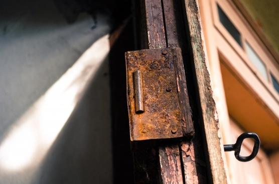 lock rust cellar door