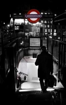 london tube at trafalgar square