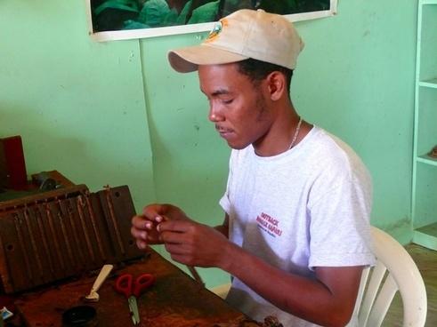 making a cigarillo