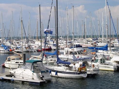 marina boats yachts