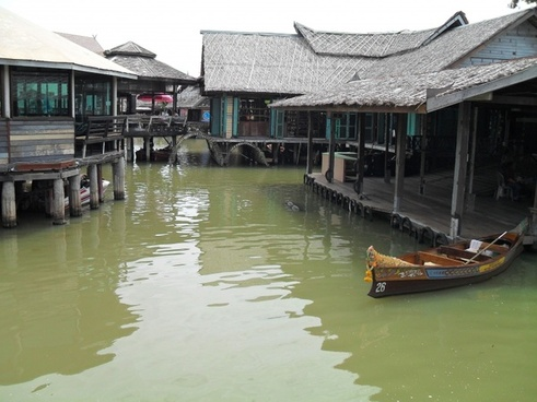 market floating asia