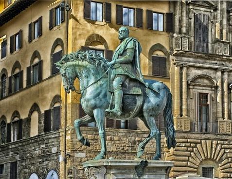 medici plaza statue