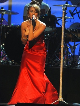 miley cyrus singer entertainer