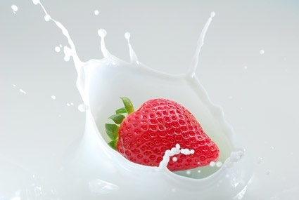 milk and strawberry quality picture