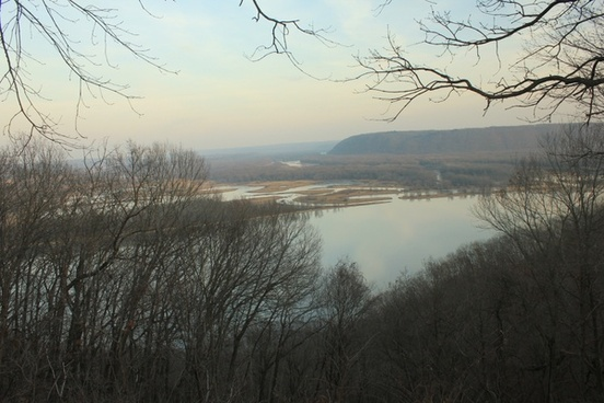 mississippi river at pikes peak state park iowa