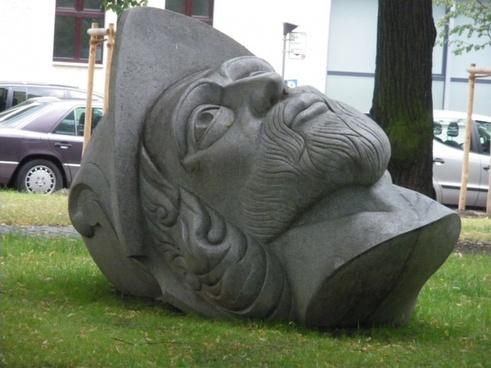 monument holy head