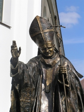 monument pope statue