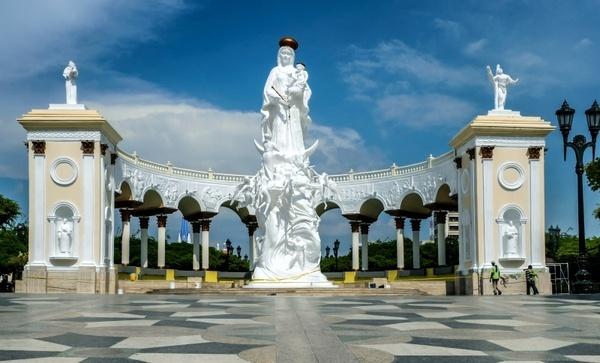 monument to the virgin maracaibo venezuela