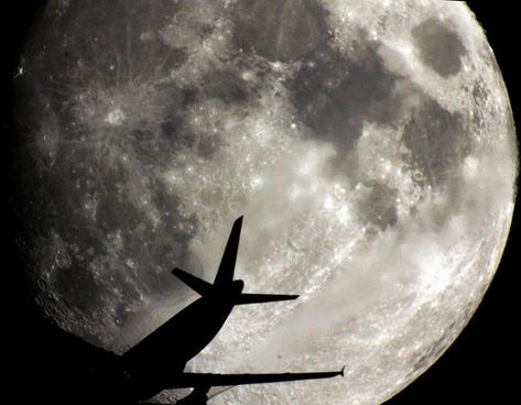 moon amp plane