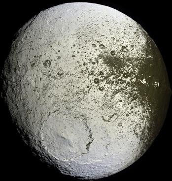 moon saturn iapetus