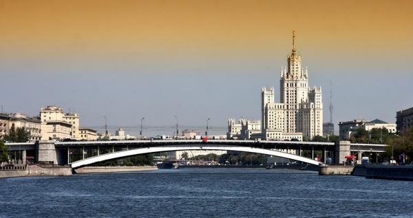 moscow bridge buildings